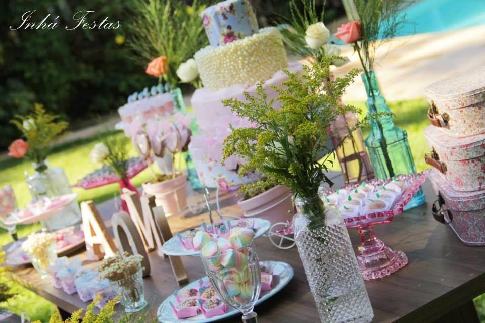festa-decoracao-romantica-mesa-bolo-1