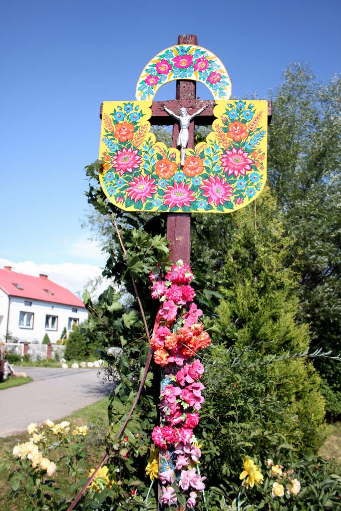 Gypsy yaya artistic inspiration zalipie poland for Case in legno in polonia