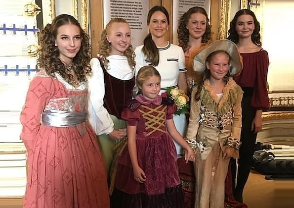 Princess Estelle who loves dancing is attending the prestigious dance school Base23 in Östermalm. Lk Bennett Susanna dress