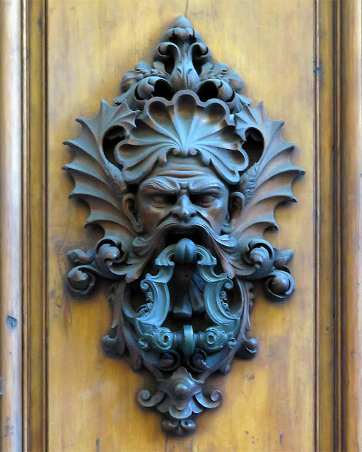 Door handle with knocker, Via dei Benci, Florence