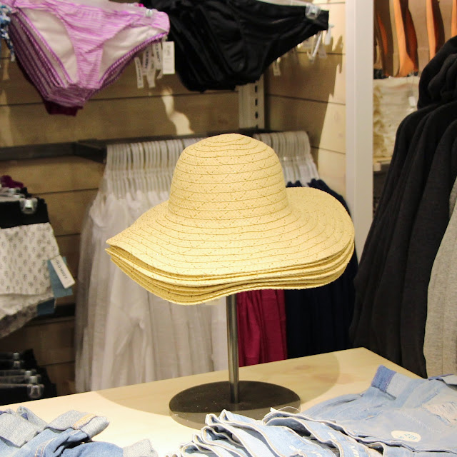 old-navy-indonesia-central-park-opening-summer-hat