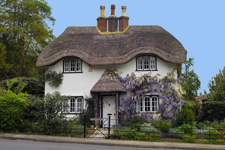 Beehive Cottage, em Lyndhurst. Grã-Bretanha. Exemplo de casa camponesa.