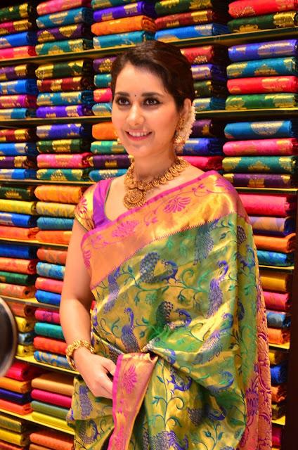 raashi khanna at south india shopping mall launch