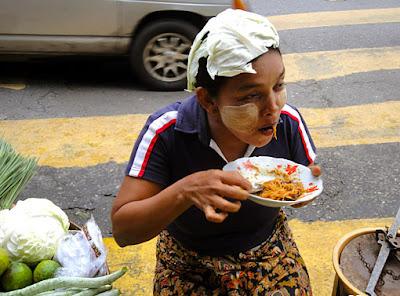 Myanmar street food in Yangon 7