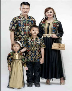 baju sarimbit keluarga untuk lebaran