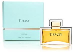 6f2bd916e1e1e Outras peças clássicas da marca incluem o chaveiro de prata de lei Return  to Tiffany  relógios femininos e masculinos da renomada coleção Atlas em  ouro 18k ...