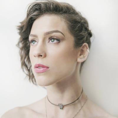 Resenha Musical | Sophia Abrahão lança O Bom É Que Passa, a melhor música de sua carreira