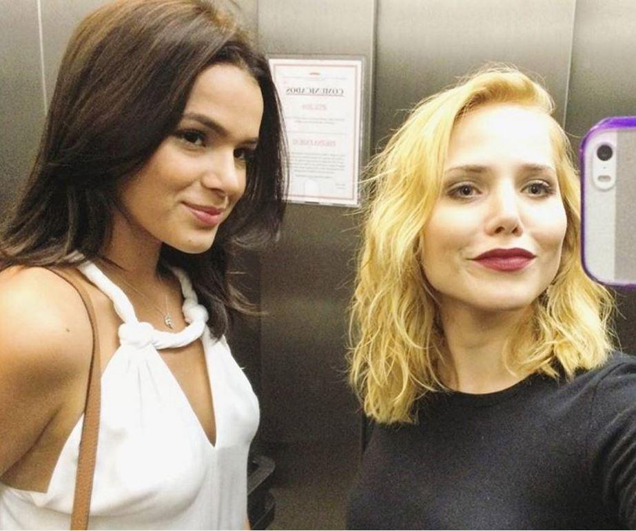 Bruna Marquezine e Letícia Colin falam sobre beijo lésbico em série: 'Sugerido'