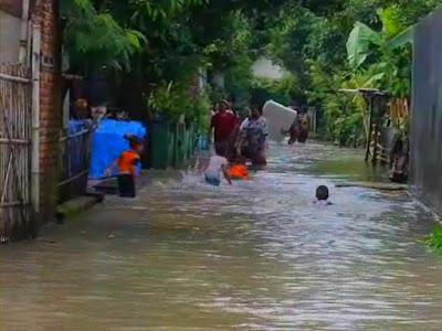Desa Sumobito Diterjang Banjir Kiriman