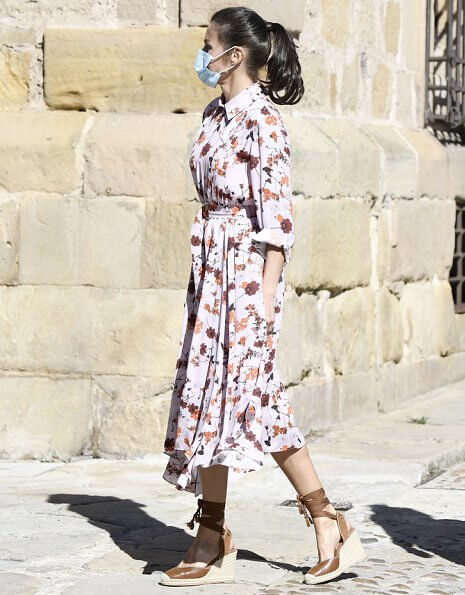 Queen Letizia wore Hugo Boss Kalocca floral print summer shirt dress and Queen Letizia wore an Uterque tied leather wedges