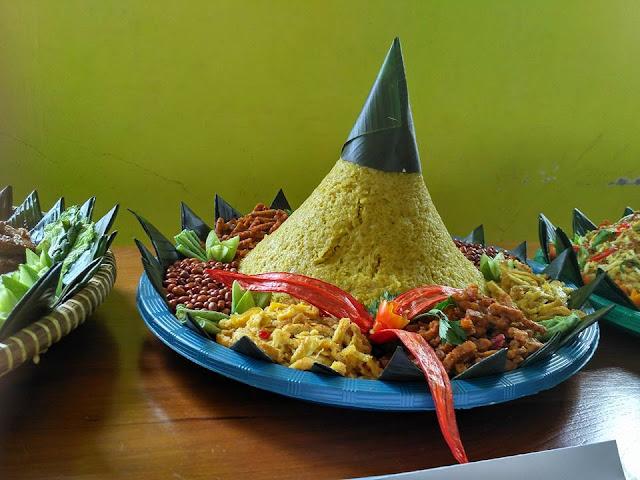 Lomba Nasi Tumpeng
