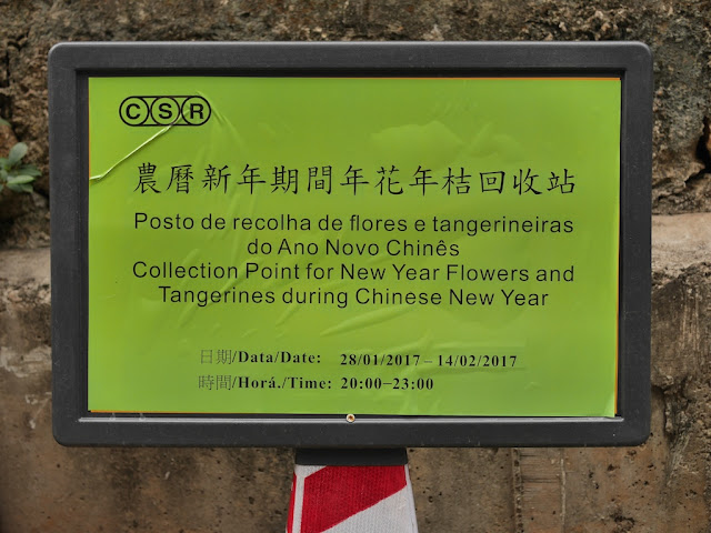 sign indicating dates for trash pickup of new year flowers and tangerines for Lunar New Year