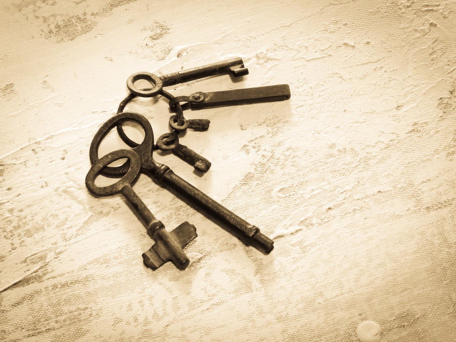 昔の大小の鍵の束