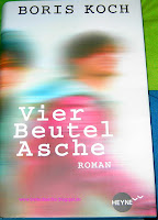 https://bienesbuecher.blogspot.de/2014/01/rezension-vier-beutel-asche.html#more