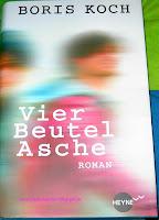 https://bienesbuecher.blogspot.de/2014/01/rezension-vier-beutel-asche.html#more