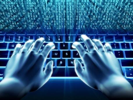 Profi internetezőkké varázsolják a II. kerületi időseket
