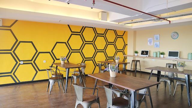 ruang tunggu di yellow bee hotel tangerang