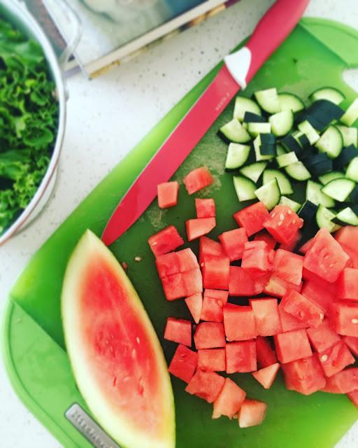 Salmón al horno y ensalada de sandía