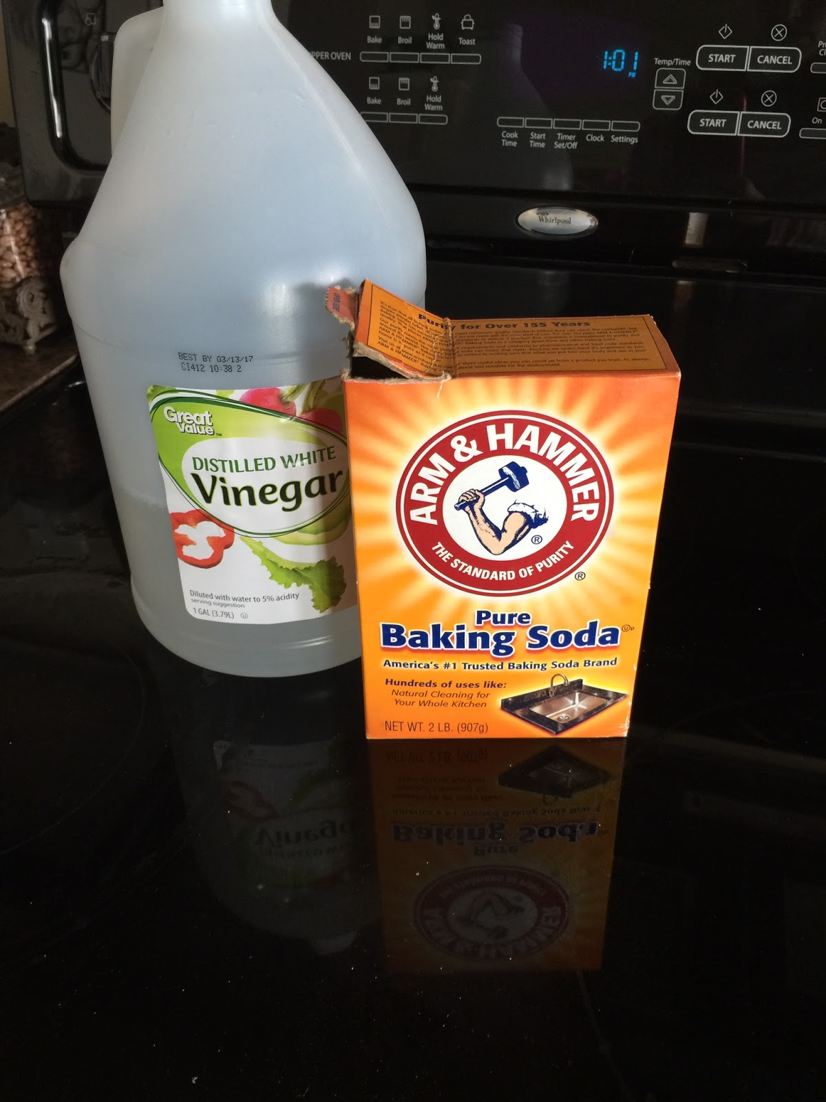 using vinegar and baking soda to clean a glass stove top