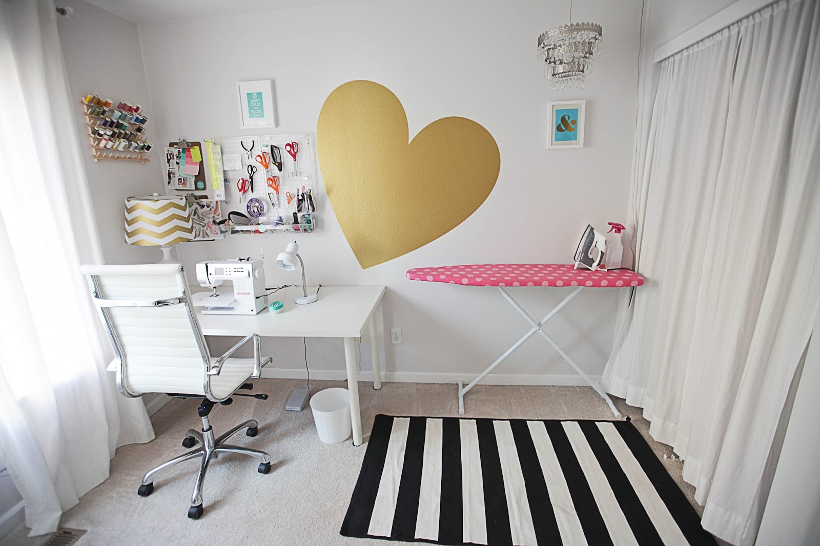 White black and gold bedroom - White And Gold Room Universalcouncilinfo