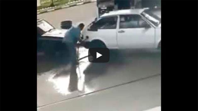 ABASTECENDO O CARRO E O MOTORISTA TAMBÉM