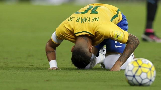 Gol relâmpago e besteiras de David Luiz: Brasil fica no empate com o Uruguai