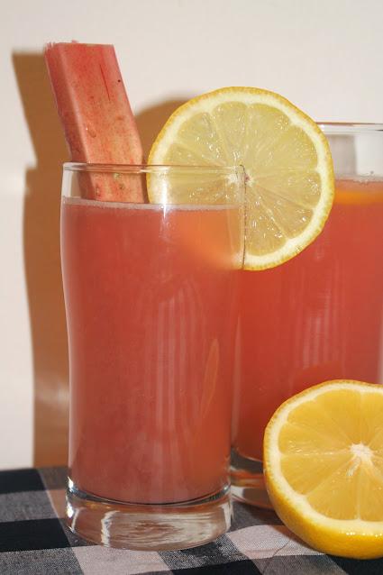 Glasses of rhubarb lemonade.