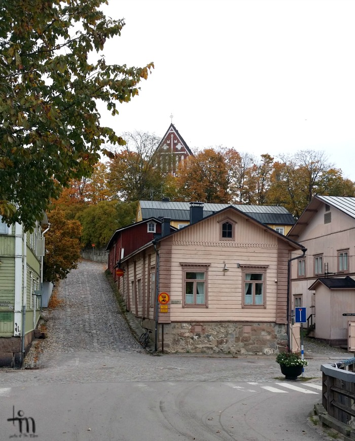 Porvoon tuomiokirkko Vanhalta sillalta kuvattuna