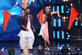 Sonakshi Sinha on Indian Idol to Promote movie Noor   IMG 1487.JPG