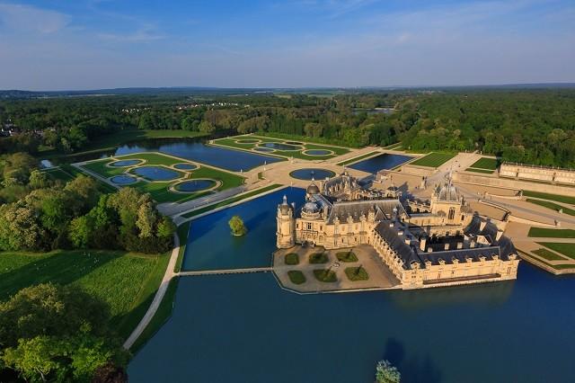 Castelo Chantilly perto de Paris na França