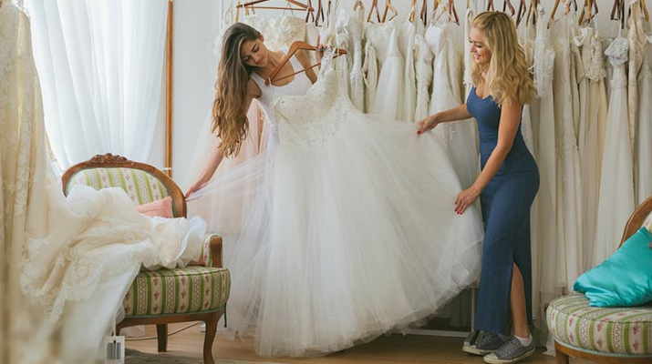 o vestido de noiva perfeito para o local da cerimônia