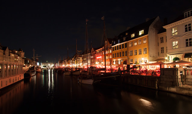 Canale di Nyhavn di notte-Copenhagen