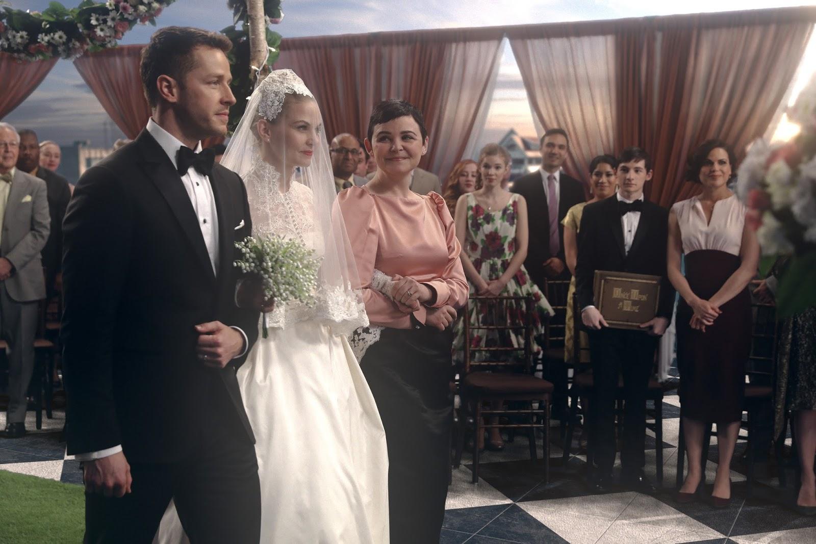 Blancanieves y el Príncipe llevan a Emma al altar en Once Upon a Time