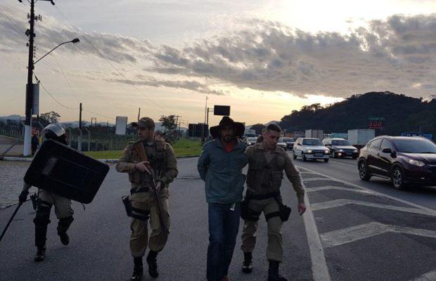 La policía detiene manifestantes e invade un sindicato durante la huelga en Brasil