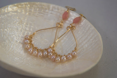 pearl bridal earrings with hammered gold dew drop chandelier rose pink agate crystals mauve pearls handmade