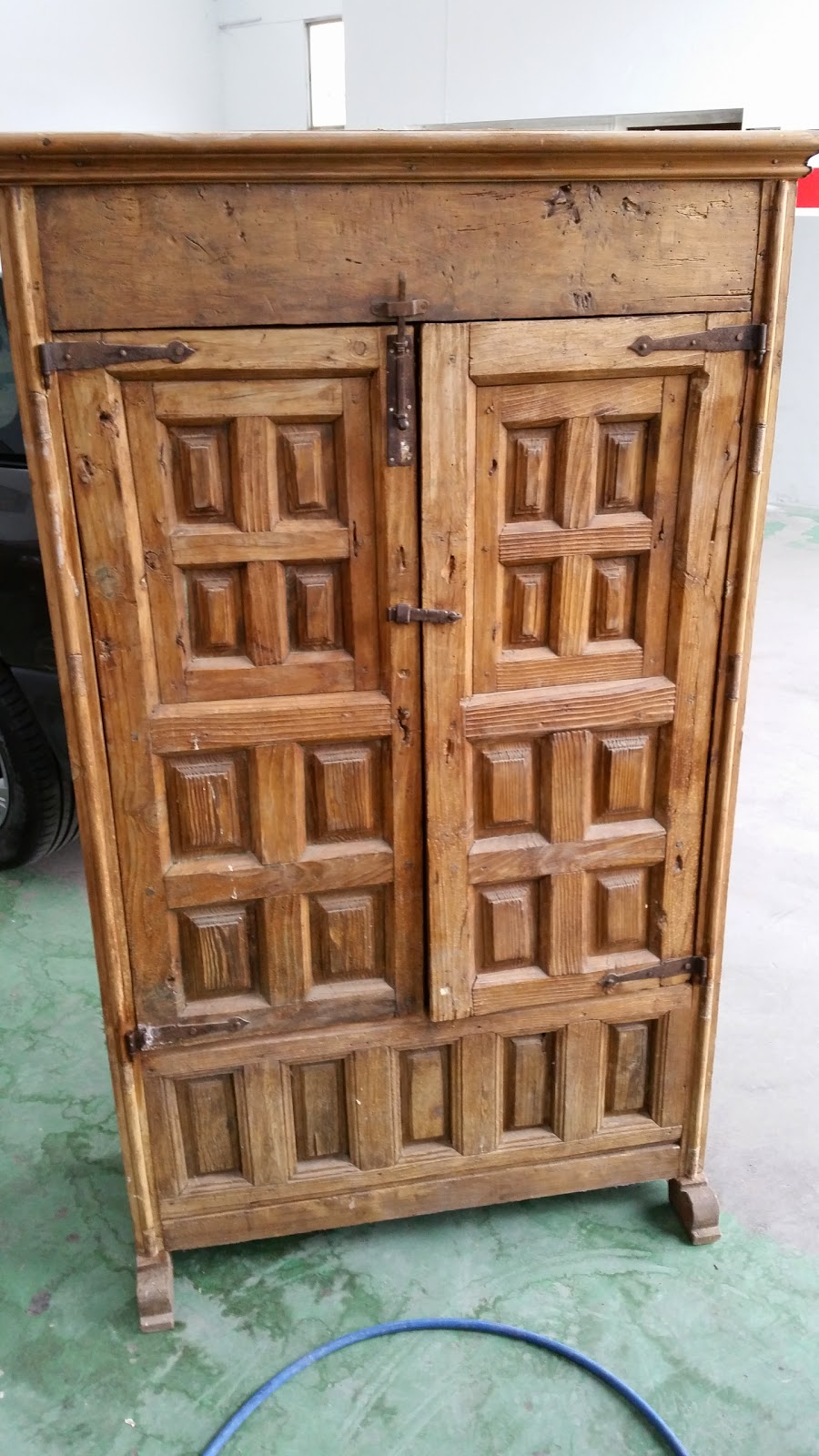 El garaje de quique restaurar mueble de pino castellano for Muebles para garaje