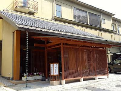 10D9N Spring Japan Trip: Hanayashiki Ukifuneen, Uji