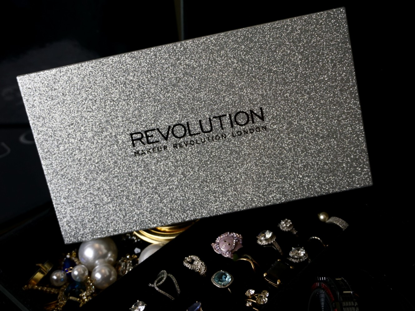MAKEUP REVOLUTION PALETTE LIFE ON THE DANCE FLOOR AFTER PARTY EYESHADOW PALETTE SWATCHES AND LOOKS