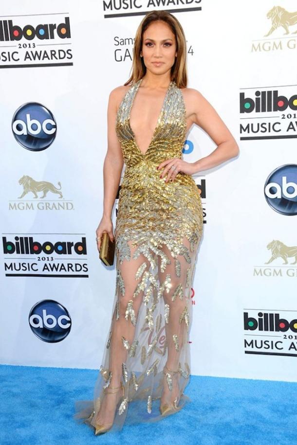 ¡Luce como una estrella con estos vestidos de moda con escote en V!