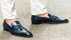 बिना मोज़े जूते पहनने से बढ़ सकता है फंगल इंफेक्शन का खतरा - No socks inside shoes