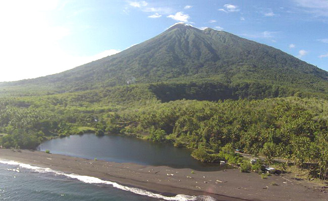Xvlor.com Lake Tolire are two mysterious lakes at Mount Gamalama on Ternate Island