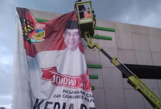 Pemko Padang dan Bawaslu Tertibkan APK