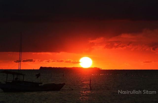 Mentari terlihat bulat dan indah di ufuk barat perairan Karimunjawa