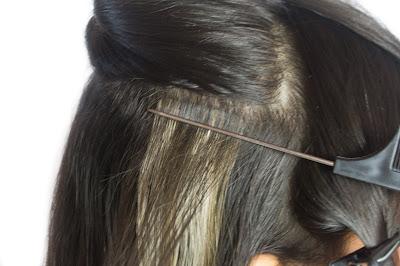 Colando mega hair de fita adesiva