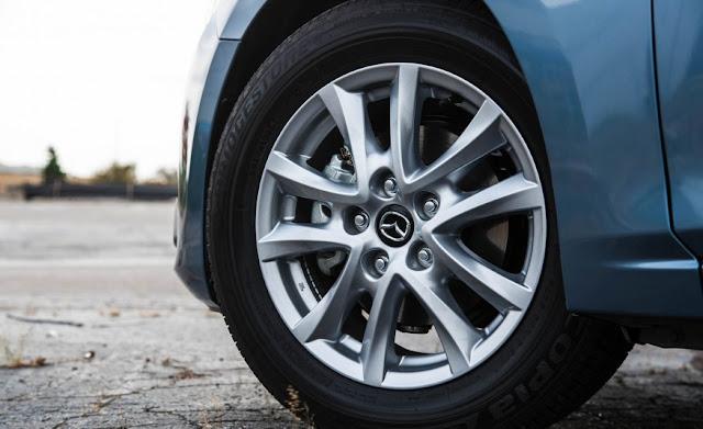 Mâm xe Mazda 3 2016 16inch (1.5L) hoặc 18inch (2.0L) với thiết kế thể thao