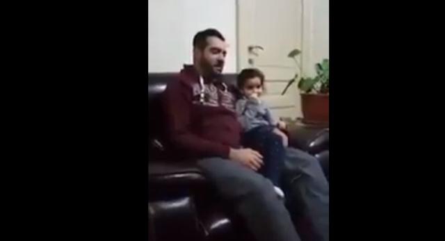 Seorang Ayah Sengaja Membuat Kesalahan Dalam Bacaan Al Qur'annya, Apa yang Dilakukan Anaknya Diluar Dugaan