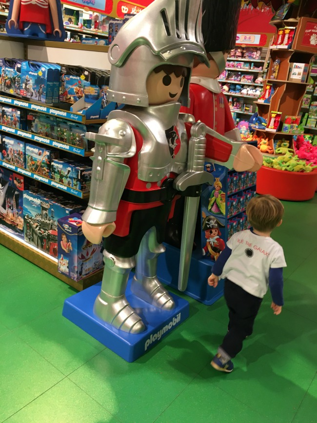 toddler-at-Hamleys-Cardiff-with-giant-toy-knight