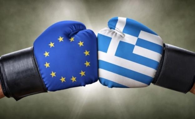 Politico: Η Ελλάδα θα λυγίσει τελικώς στις απαιτήσεις των πιστωτών