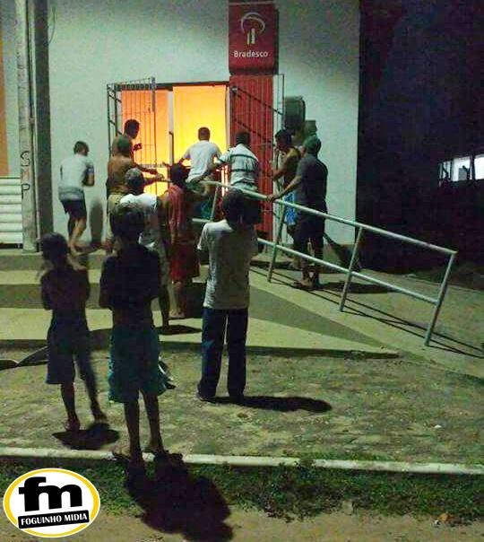 Após assalto, bandidos incendeiam Agência do Bradesco na cidade de Belágua.