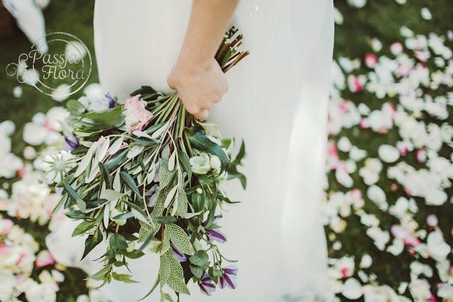 Romantyczny bukiet ślubny w pastelowych barwach.